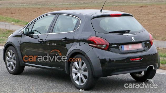 标致全新小型SUV的骡车谍照:继续搭载3缸/4缸汽油发动机