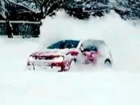 大众高尔夫R32 MK4体验雪地漂移乐趣