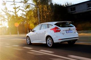 测试福特福克斯2.0L 动力足驾乘感受出色