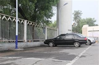 夏季用车之雨天停车事项 停错位置隐患大