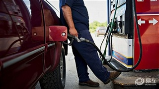 油价4月27日0时调整 90号上调0.12元/升