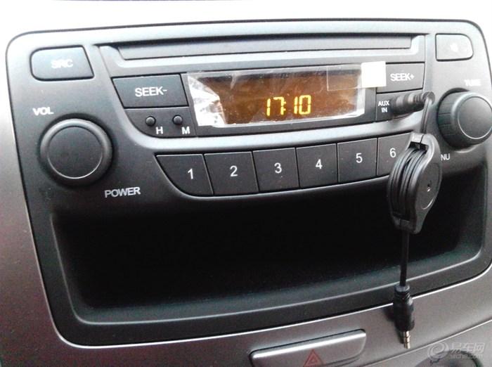 时尚版采用的是收音机!aux线孔可以用连接手机听歌!