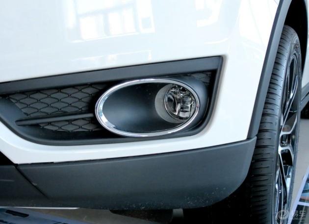森雅r7采用圆圈式雾灯