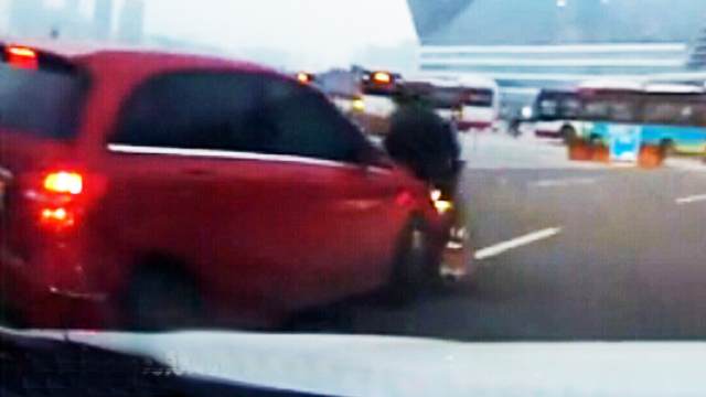 【视频】多亏行车记录仪,要不美女车主又要吃