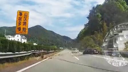 【实拍未成年人骑摩托车闯红灯被撞飞!