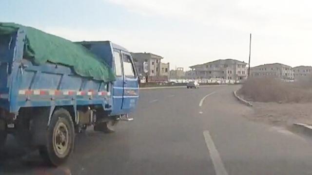 二环路上超车险些出车祸