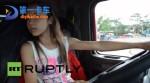 颠覆老司机印象 欧洲12岁少女倔强开卡车