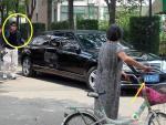演员曾被央视封杀 如今却能开京A加长奔驰