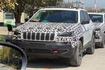 还是眯着眼睛,新款Jeep自由光谍照曝光