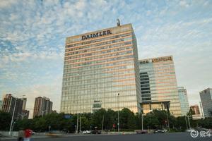 官少卿升任戴姆勒大中华区战略执行副总裁 周娟接棒公关总监
