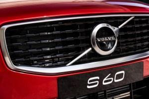 坚守的沃尔沃和倔强的S60 | 汽车产经
