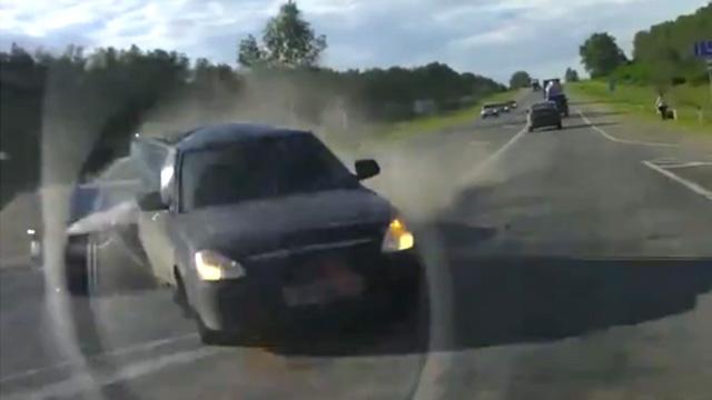 前方事故摄像车躺枪