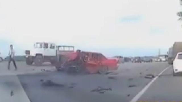 俄罗斯严重的车祸现场
