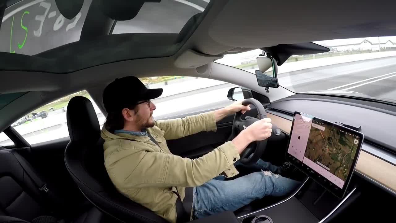 特斯拉Model 3直线加速PK日产Skyline GTR,谁会取胜