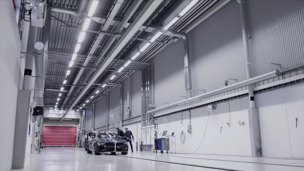 沃尔沃:Polestar 1碰撞测试,这碳纤维车身杠杠滴