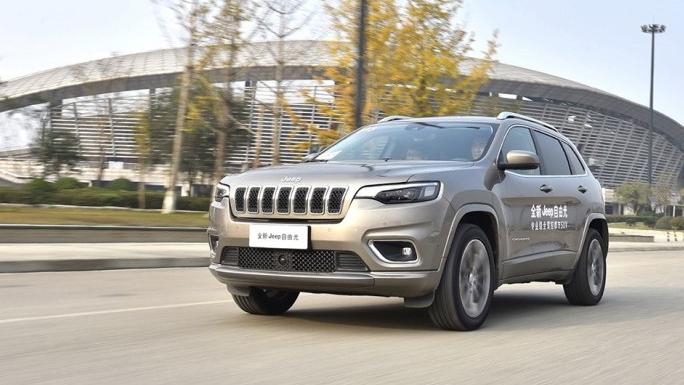 2.0T入门车型优势明显 新款Jeep自由光19.68万起售