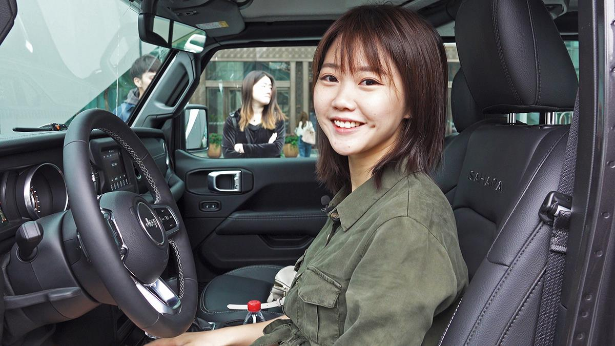 Jeep牧马人其实是很多女生心目中的dream car,它霸气