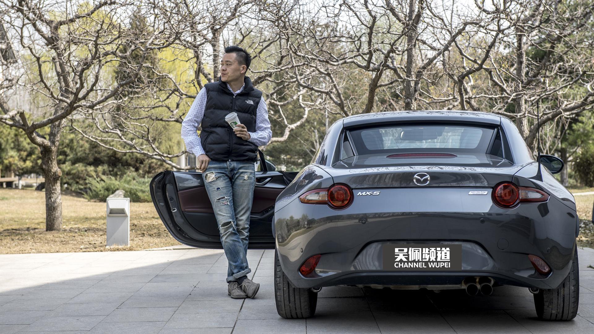 Roadster跑车也能炸街?马自达MX-5 RF城市漫游