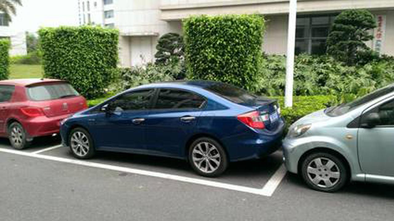 最简单实用的侧方停车技巧,新手变老.