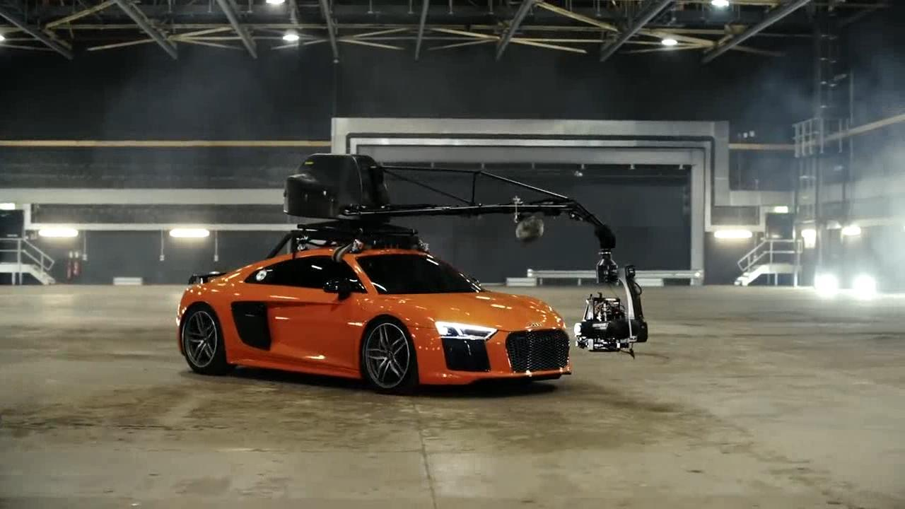 奥迪R8的超大号自拍杆拍摄效果