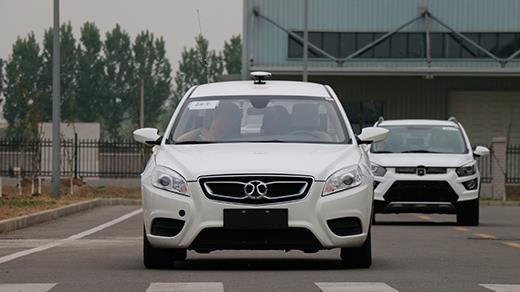 没考驾照的开心了,开这样的车不用驾照,司机要失业