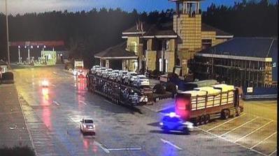 高速服务区陷阱多,货车司机说出了真相,要谨慎