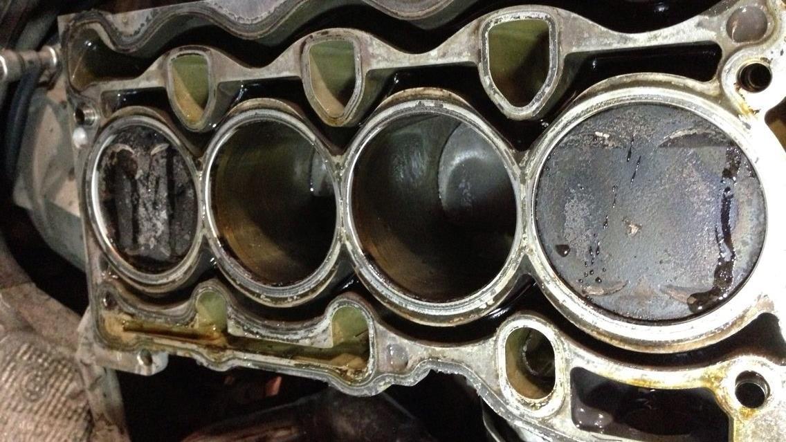 积碳会影响刹车吗?汽修技工深入解析,才知道有安全