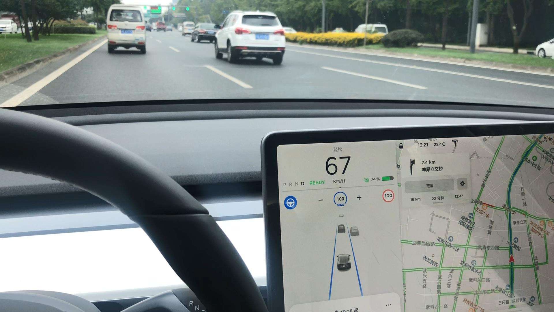 升级V10系统后,特斯拉Model 3开启AP上帝视角