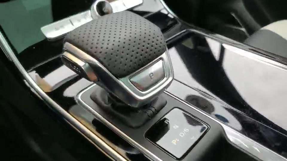 抢鲜看:荣威RX5 MAX档把区设计,奇特造型