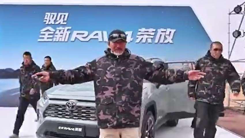 阿拉善群雄争锋,丰田荣放展台,车手T台表演
