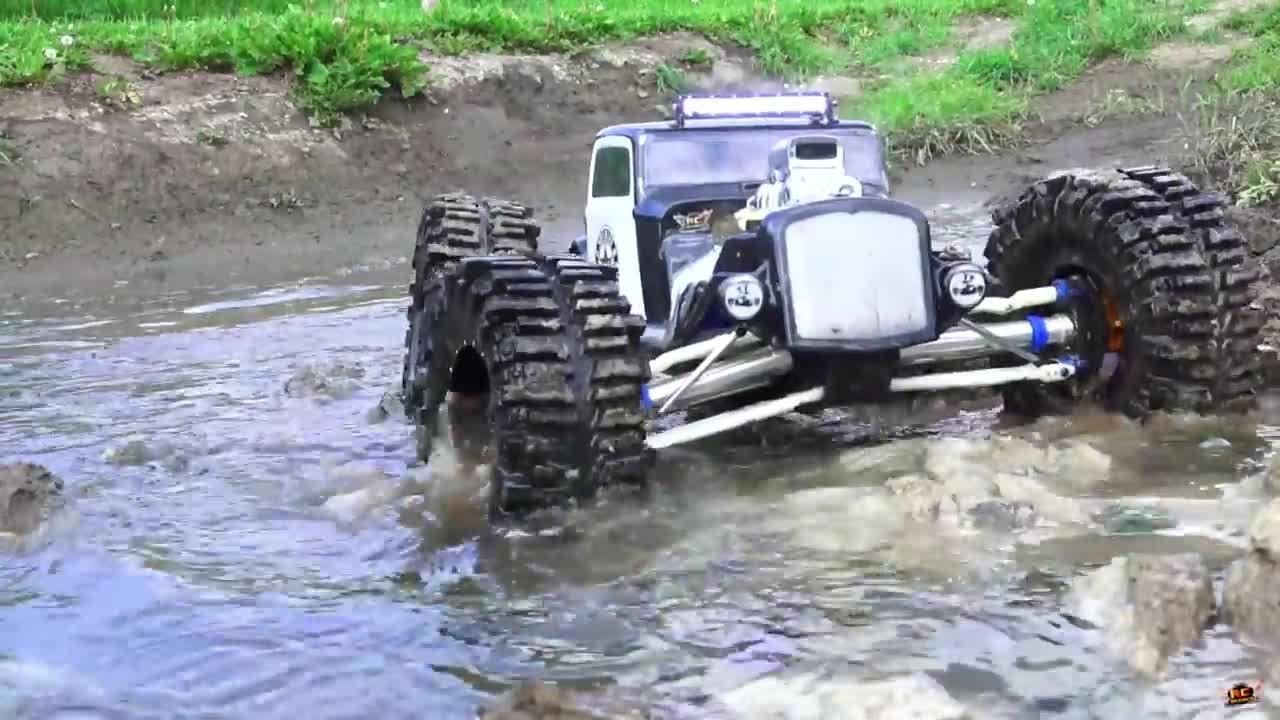 【视频】这台机器有足够的胆量去挑战泥坑