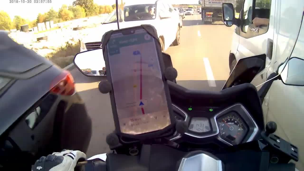 【视频】为什么非要这样行驶 简直拿生命在开玩笑