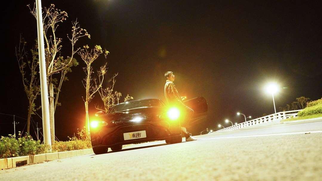 【视频】凶狠的绅士 李扬试驾阿斯顿马丁V8 vantage