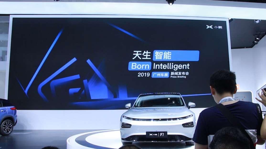 小鹏P7来了!超长3000mm轴距,超薄仪表+悬浮式屏幕,未来感十足