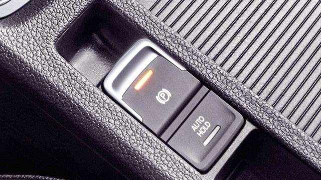 上坡辅助和自动驻车到底该怎么用?很多老司机都做错了,学问大