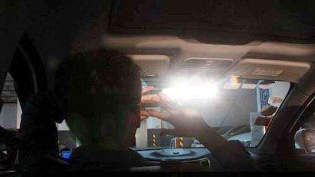 后车一直开着远光灯怎么办?老司机方法多,新手学会了不吃亏