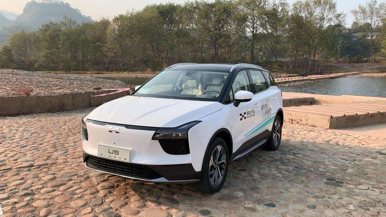 爱驰U5整车细节品质做工成熟,毕竟要在欧洲进行销售的车