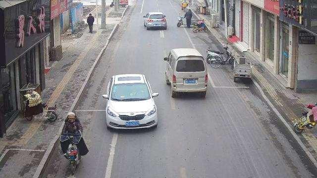 开车误入单行道怎么办?老司机教你一招,这样做不罚款也不扣分