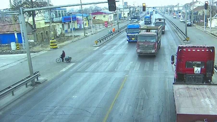 为什么大货车敢闯红灯?不怕被罚吗?里面很有猫腻