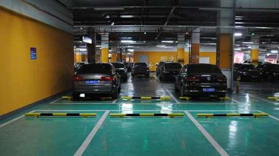 专家提议买车要有车库证明,否则限制买车了