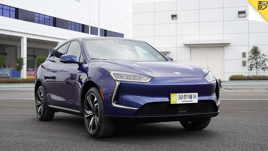 百公里加速3.5秒 SERES首款新电动汽车SF5全球首发
