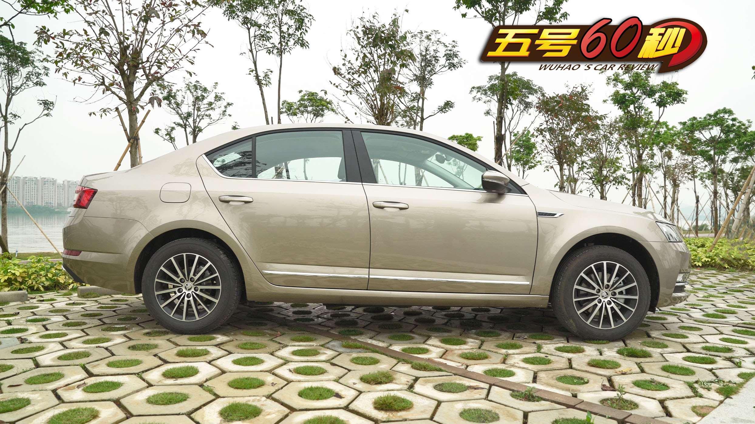 虽是非加长轴距中国特别版 但这车的后排空间表现不错