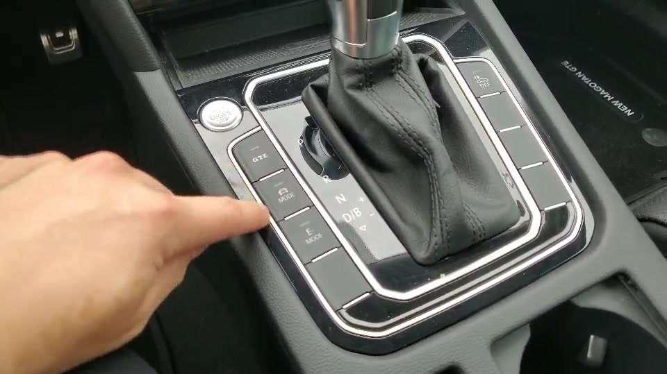 抢鲜看:新迈腾GTE仪表增加显示信息,GTE模式模拟V8发动机声浪