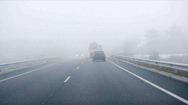 高速开车遇到团雾怎么避险,这才是正确的做法,新手司机注意了