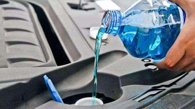 冬天汽车玻璃水会结冰吗?里面学问大,搞不明白会吃大亏
