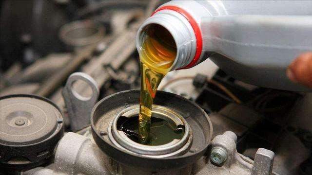 保养剩下的机油下次还能用吗?里面讲究多,新手学会了少花钱