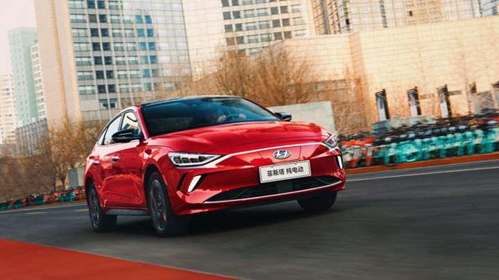NEDC续航490公里,比朗逸贵6万,韩系纯电轿跑能买吗?