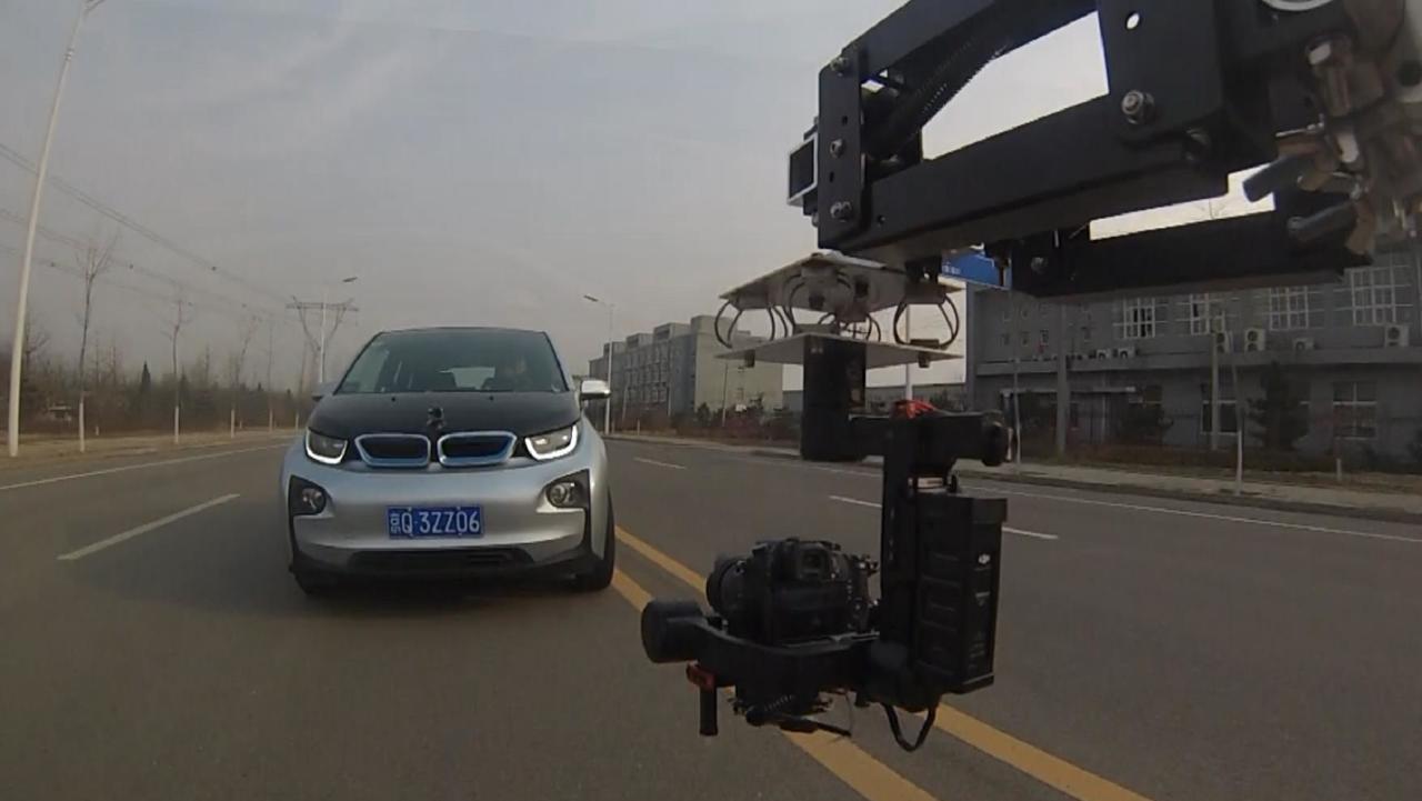 航拍进口国产过品牌新能源汽车绕桩稳定性PK