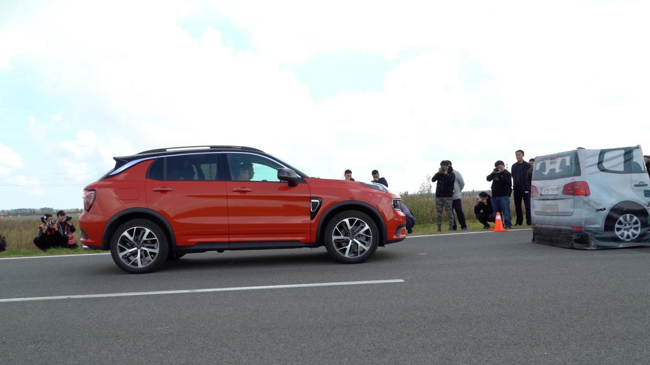 17万起售 秒杀同价合资SUV 领克01视频首测