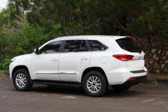国产SUV酷似霸道遭骂,可背后老板为四川捐两千万
